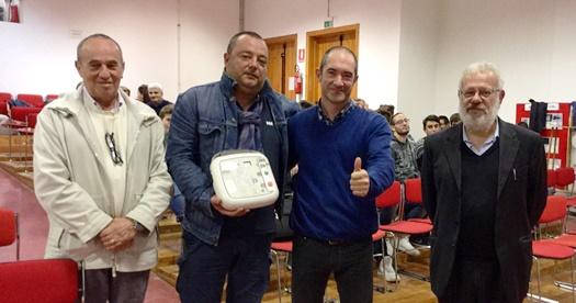 Abbadia San Salvatore. Consegnato dalla Céline Production il defibrillatore donato alla Saiuz Amiata